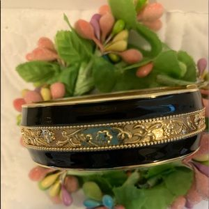 Beautiful Black and Gold Spring Hinged Bracelet